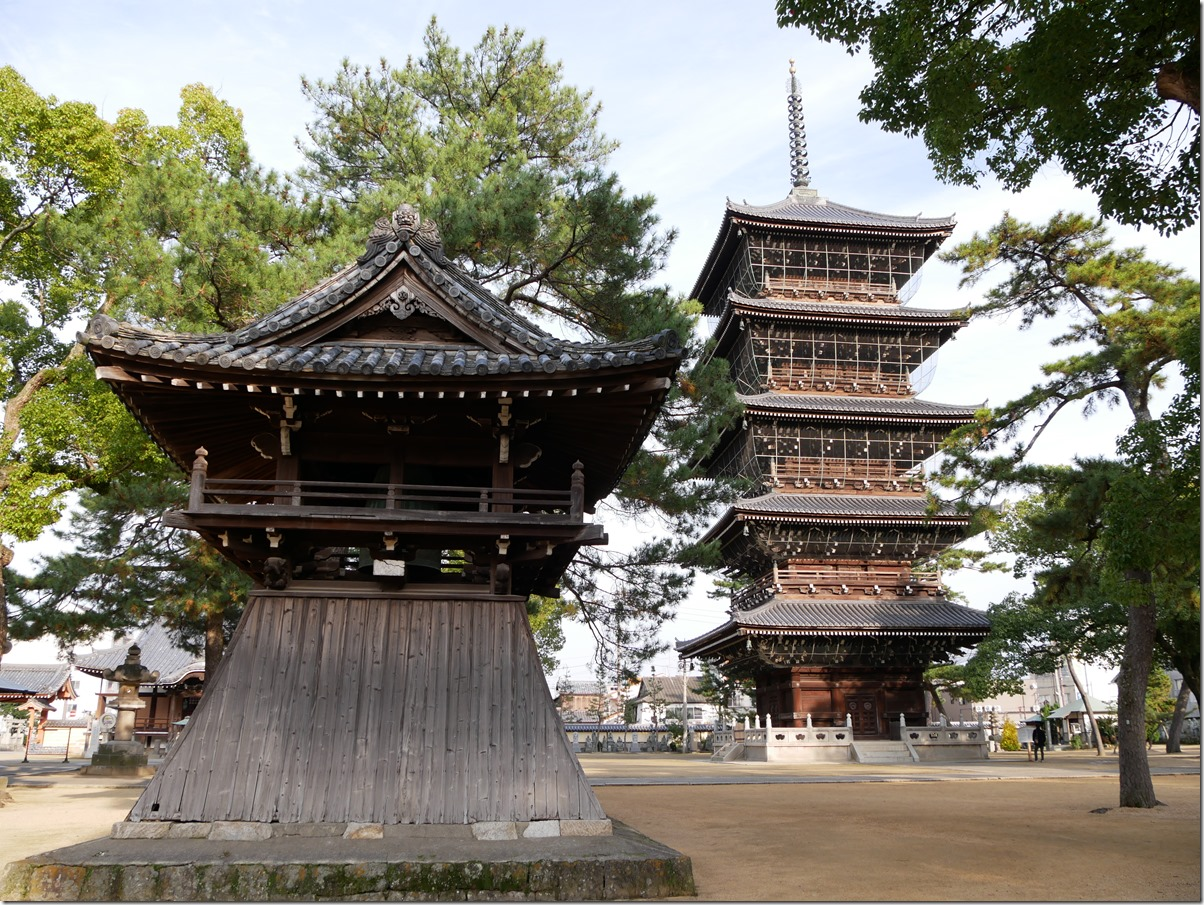 鐘楼と五重塔
