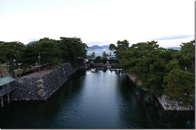 天守閣跡から見た水門