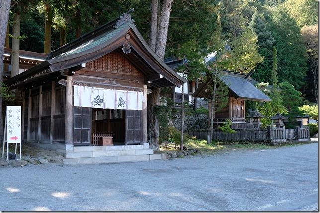 諏訪大社 上社本宮 交通安全祈祷殿と高島神社