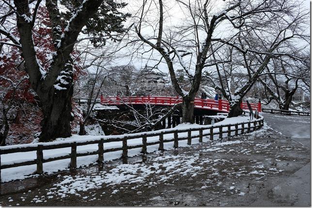 弘前城 下乗橋と天守