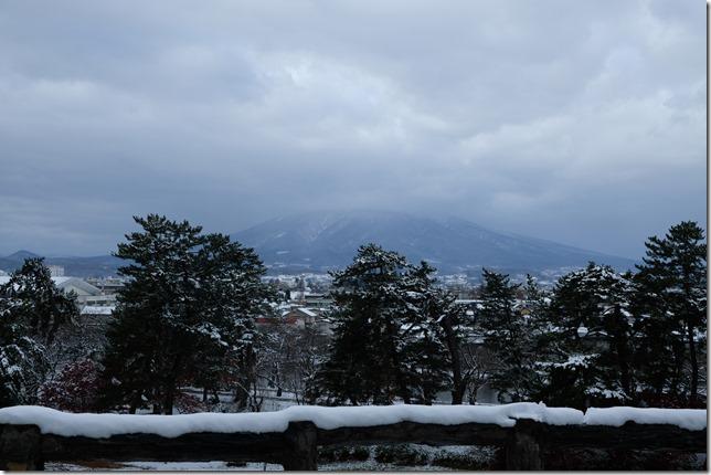 本丸から見る岩木山